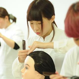 通信課程|働く人を対象に3年間で美容師国家資格取得を目指す